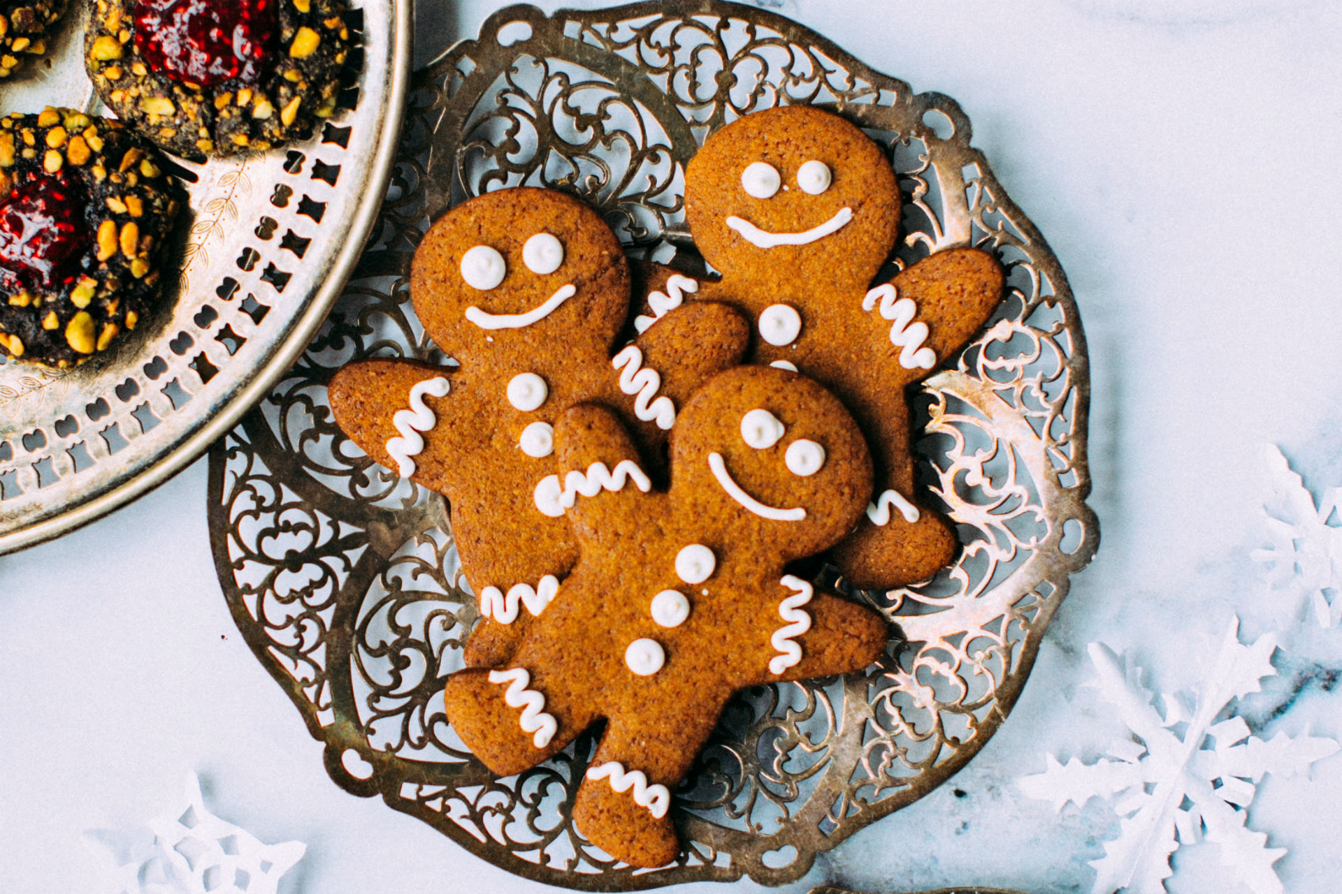gingerbread men with white icing