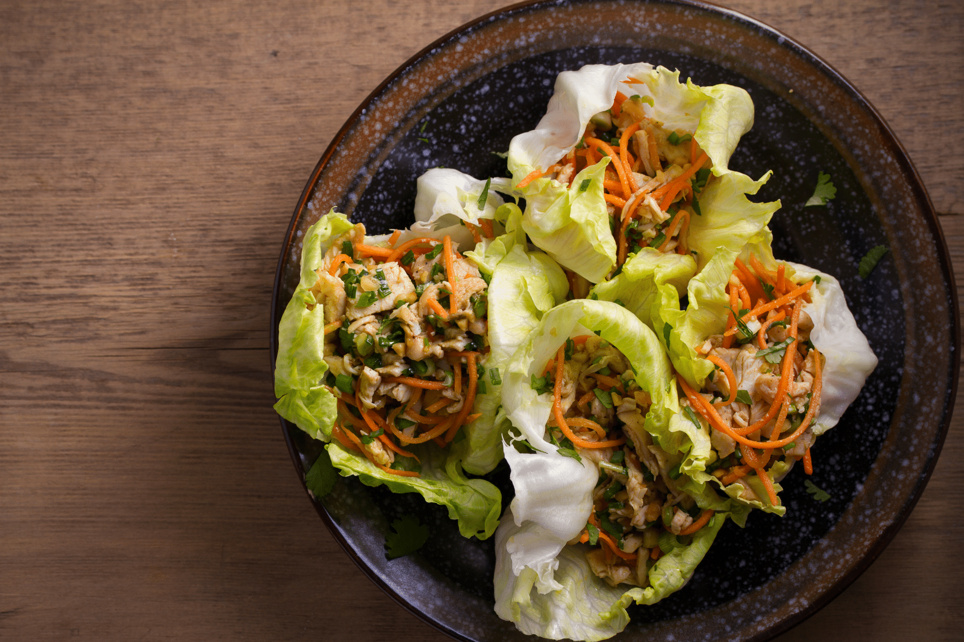 lettuce wrap with ground pork, lettuce and onion