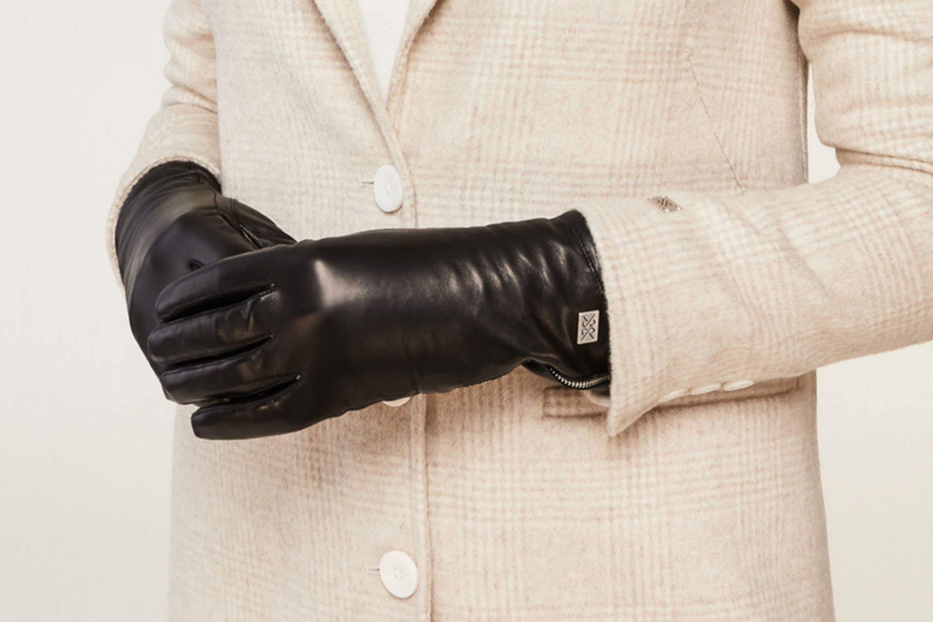 MEENA cuffed leather gloves with tech-friendly tips