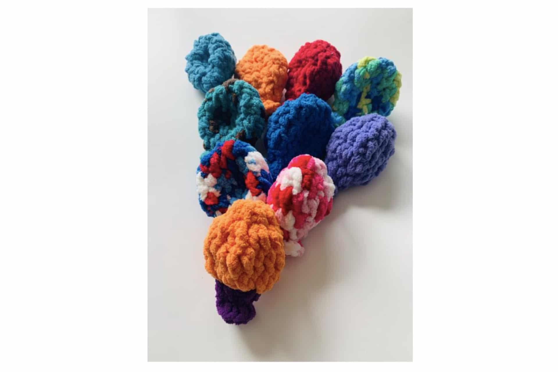 Multicoloured yarn water balloons